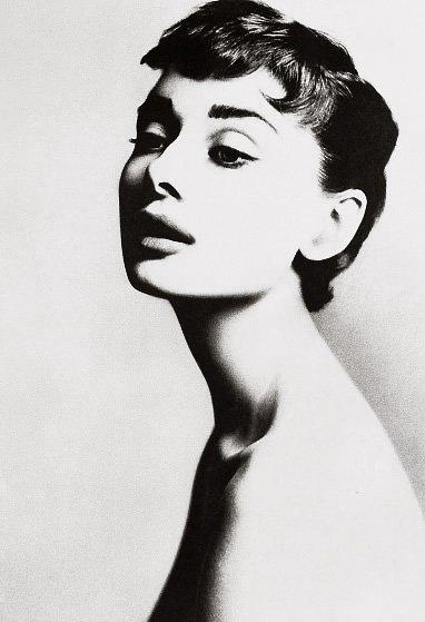 http://eyecandy.nanakaze.net/wp-content/uploads/2010/02/Audrey_Hepburn-original1.jpg